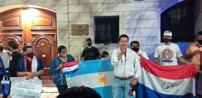 """Paraguayos en el exterior exigen la salida del gobierno """"por las buenas o por las malas"""""""