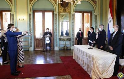 Juraron nuevos ministros del MEC y de la Mujer •