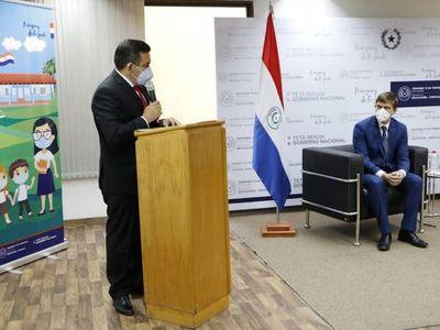 Eduardo Petta, entre lágrimas, se despide del Ministerio de Educación