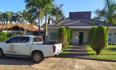 Allanan lujosa mansión en el Paraná Country Club y detienen a una mujer