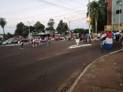 Franqueños salen a las calles contra el gobierno de Mario Abdo