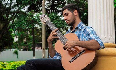 Julio Cristaldo en la tercera entrega de «Música Okápe En Colectivo»