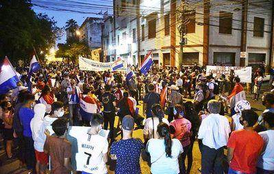 Seis días de protestas que van a continuar,  advierten