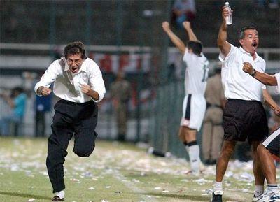 Proyectiles a jugadores y gestos groseros de Sergio Orteman: la última vez que Olimpia recibió 4 goles en el Manuel Ferreira
