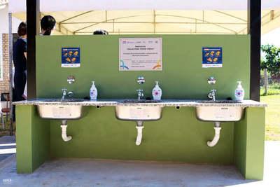 Instalan lavatorios de manos en 21 escuelas de Limpio para el retorno a clases
