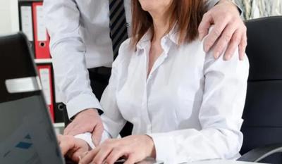 Renunció a su trabajo porque su jefe la acosaba sexualmente