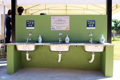 Instalan más de 20 lavatorios de manos en escuelas de Limpio para el retorno a clases