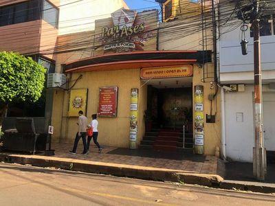 CDE: Allanan casinos de exconcejal Esgaib, tras denuncia de Conajzar