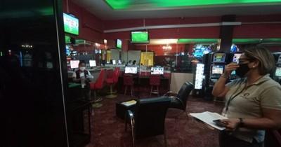 La Nación / Fiscalía allanó dos casinos por apuestas deportivas clandestinas