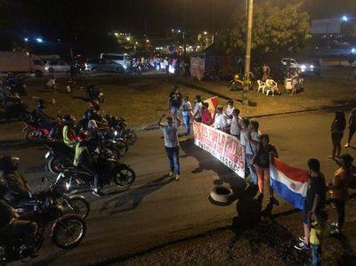Cierran rutas 2 y 6 en séptimo día de protesta en el Este