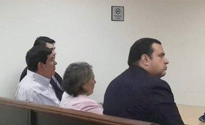 Crónica / Coisario seguirá preso con su mujer he'i Corte