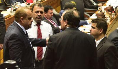 La oposición presentará juicio político y cartistas buscan despegarse de Abdo