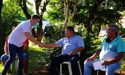 Federico González realiza conversatorio en barrios de CDE