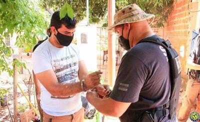 Detienen a comerciante luqueño por vender drogas en su negocio •