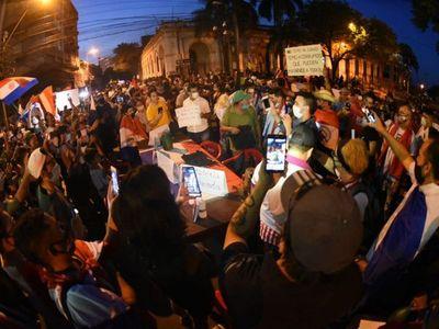 Octavo día de manifestaciones contra el Gobierno de Abdo Benítez