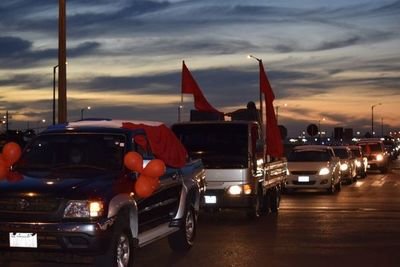 Caravana a favor del gobierno y bloqueo de puente contra Marito