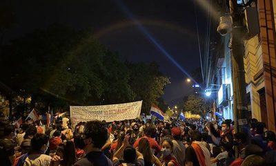 En octavo día de protestas manifestantes emplazan al Congreso por juicio político