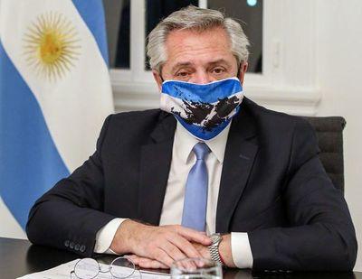 Atacan móvil en el que viaja el presidente argentino