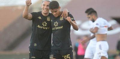 Colón y Vélez ganan, gol de Melgarejo y superclásico en Argentina