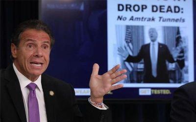 Acusaciones sexuales contra el gobernador de Nueva York lo presionan para dimitir