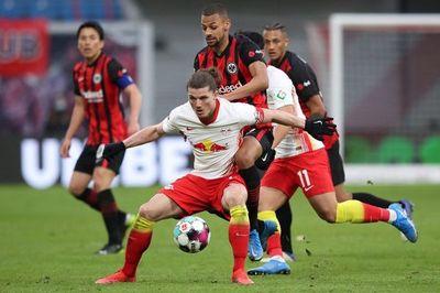 Leipzig tropieza ante el Eintracht y deja escapar al Bayern