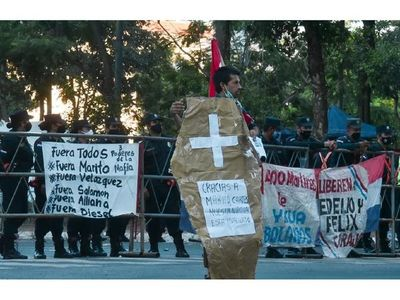 Oposición presenta   libelo acusatorio contra Marito y protestas no cesan