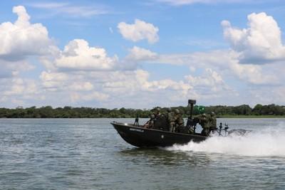 Brasil MILITARIZA frontera con Paraguay para FRENAR contrabando de CIGARRILLO y tráfico de DROGAS y ARMAS