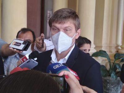 Suspender clases no resolverá problema del coronavirus, asume Brunetti
