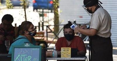 La Nación / Restaurantes sí cumplen con protocolos, bares los ignoran, según termómetro en redes