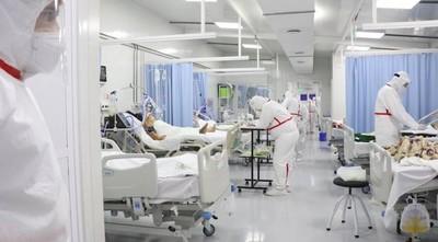 Pacientes con COVID-19 en espera por terapia: dependen de altas o muertes