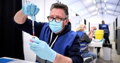 La Nación / AstraZeneca: diez casos posibles de coágulos sanguíneos en Holanda