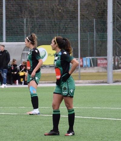 Jéssica Santacruz se destaca y anota su primer gol en el fútbol europeo