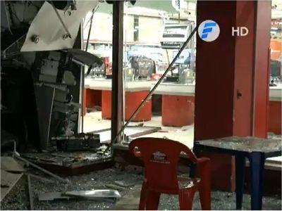 Delincuentes explotan y roban dos cajeros dentro de un supermercado
