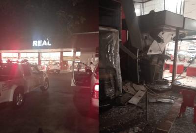 Delincuentes hicieron explotar y robaron dos cajeros automáticos