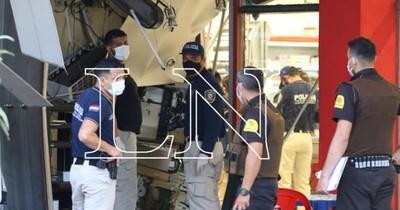 La Nación / Malvivientes explotan y roban dos cajeros automáticos en Acceso Sur