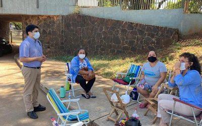 Kunzle visita a familiares de pacientes del Hospital Integrado