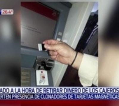Atención al retirar dinero: Clonadores de tarjetas en acción