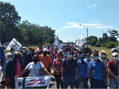Misiones: Campesinos cierran ruta para exigir juicio político