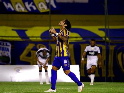 Los goles de Guillermo Beltrán a Olimpia