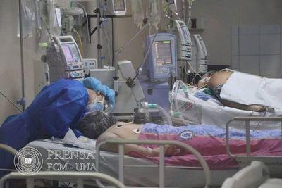 Clínicas reporta camas ocupadas al 100% y pacientes en espera