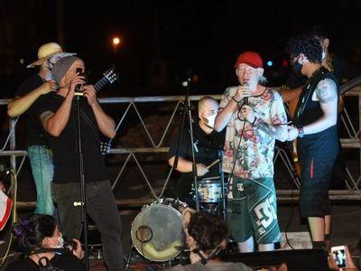 Artistas y trabajadores nocturnos se manifestaron contra el Gobierno