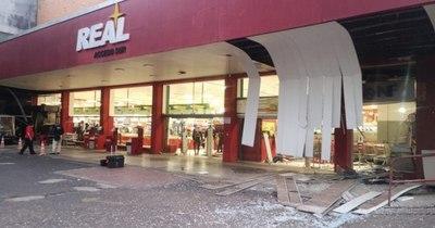 La Nación / Hicieron explotar 2 cajeros en un súper