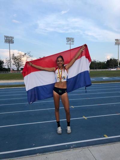 Ana Paula sube al podio con un oro
