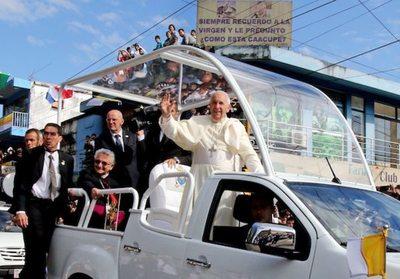 Crónica / (VIDEO) Papa Francisco reza por la crisis de Paraguay