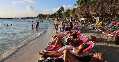 Decenas de estudiantes argentinos se contagiaron de Covid-19 tras viajar de vacaciones a Cancún