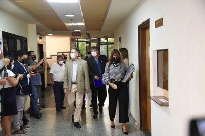 Oposición presenta libelo acusatorio contra Mario Abdo y Hugo Velázquez