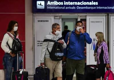Test negativo con vigencia de 72 horas, ¿y cuarentena para quienes se fueron de vacaciones a Brasil?