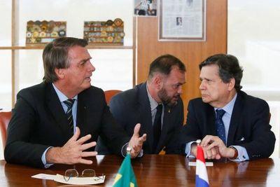 """Brasil listo para iniciar renegociación en Itaipú y dice que Paraguay es """"prioridad  1"""" para cooperación con vacunas"""