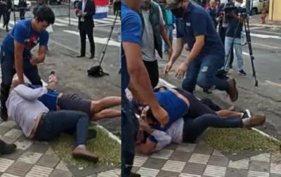 Crónica / (VIDEO) Manifestante agredió a un periodista