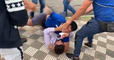 La Nación / Simpatizantes del efrainismo golpearon brutalmente a un periodista